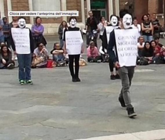 """17.10.14 Flash Mob: """"Chi fa dei passi avanti e chi resta al palo"""""""