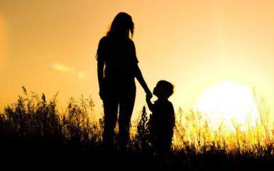 Una madre e un figlio